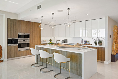 Oceanfront state of the art kitchen with luxury appliances, european cabinetry and quartz counters